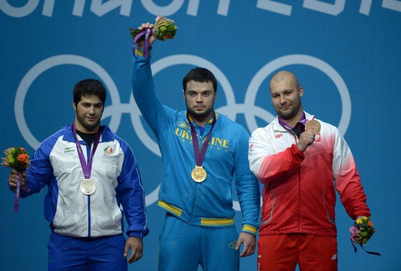 Medaliści ze swoimi trofeami (fot.PAP/EPA)