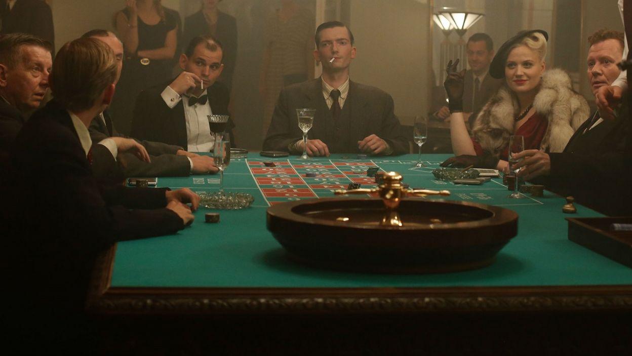 Aby zdobyć pieniądze, dziewczyny postanawiają okraść kasyno (fot. TVP)