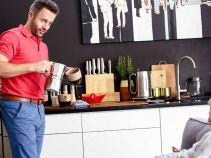 – Jesteś z Sylwią już na etapie porannej latte? – Aśka zaczepnie zagaduje pilota (fot. TVP)