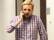 Ponieważ kobiet w ciąży nie powinno się denerwować, Krzysztof dzwoni po pomoc do Marcina (fot. A. Rybak)