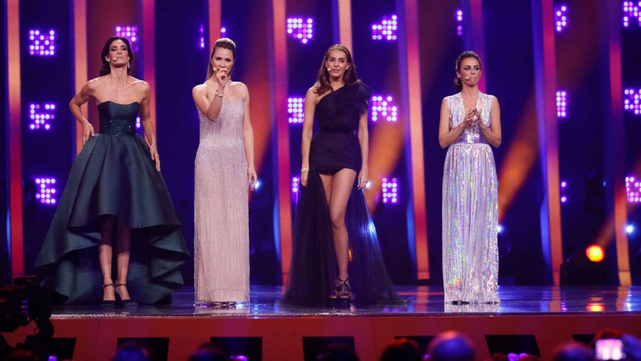 Finałową galę poprowadziły cztery prezenterki. Publiczność je pokochała (fot. Andres Putting/eurovision.tv)
