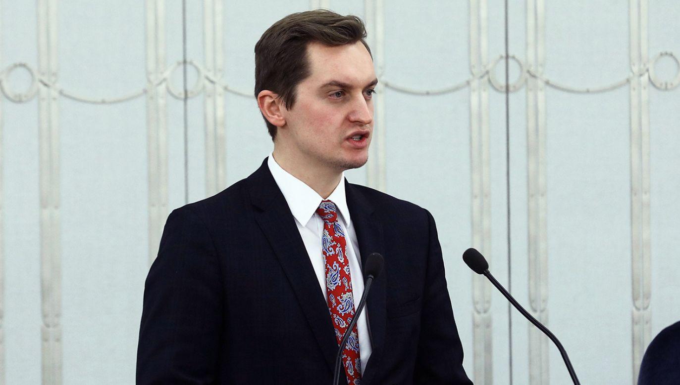 Zdaniem Sebastiana Kalety, opozycja godzą się na pozbawienie Polski części suwerenności (fot. PAP/Rafał Guz)