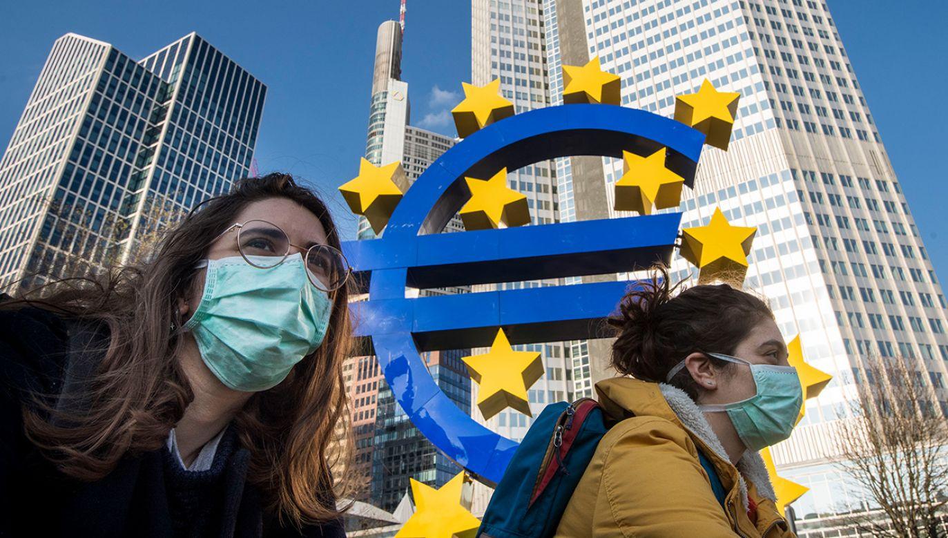 """Pojawiająsię głosy o konieczności wypuszczenia specjalnych """"obligacji koronawirusowych""""(fot. Thomas Lohnes/Getty Images)"""