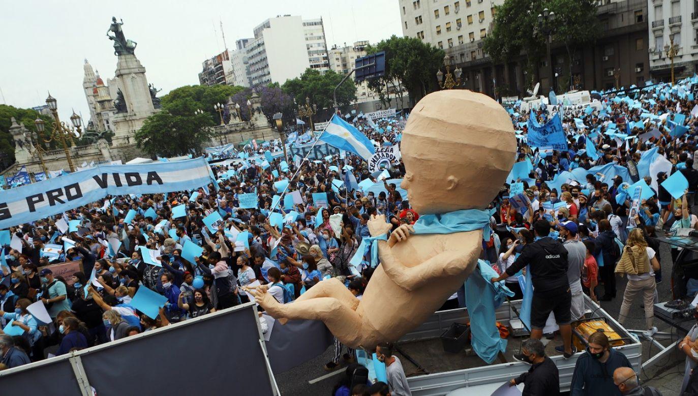 Demonstrantom udzielił poparcia Kościół katolicki i denominacje protestanckie (fot. Reuters/Matias Baglietto)