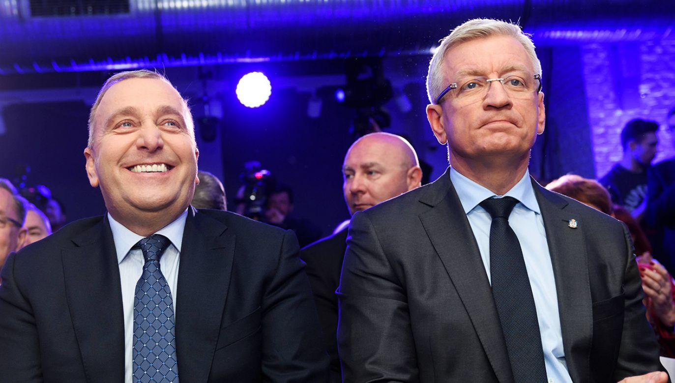 W nieoficjalnych rozmowach politycy PO twierdzą, że Grzegorz Schetyna mógł obiecać Jackowi Jaśkowiakowi stanowiska w partii w zamian za udział w prawyborach prezydenckich. (fot. arch. PAP/Jakub Kaczmarczyk)
