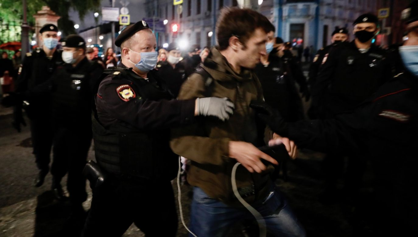 Po niedzielnych wyborach prezydenckich na Białorusi w Mińsku i innych miastach tego kraju rozgorzały protesty przeciw fałszowaniu wyników głosowania (fot. PAP/EPA/YURI KOCHETKOV)