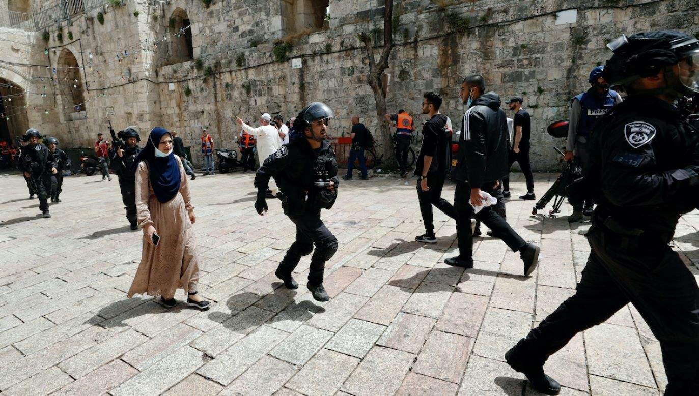 Starcia we Wschodniej Jerozolimie wybuchły w poniedziałek  (fot. PAP/EPA/ATEF SAFADI)