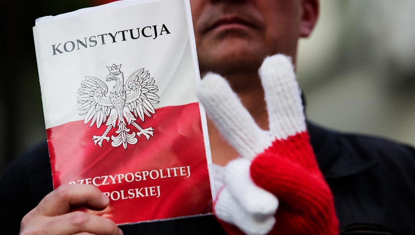 Nowy sondaż dotyczący konstytucji (fot. Jakub Wlodek/NurPhoto via Getty Images)