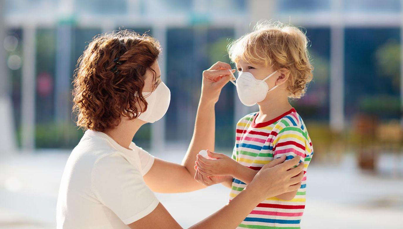 Dobrej jakości śródbłonek zapobiega u dzieci zakrzepom, które są jednym z groźnych objawów covid-19 (fot. Shutterstock/FamVeld)