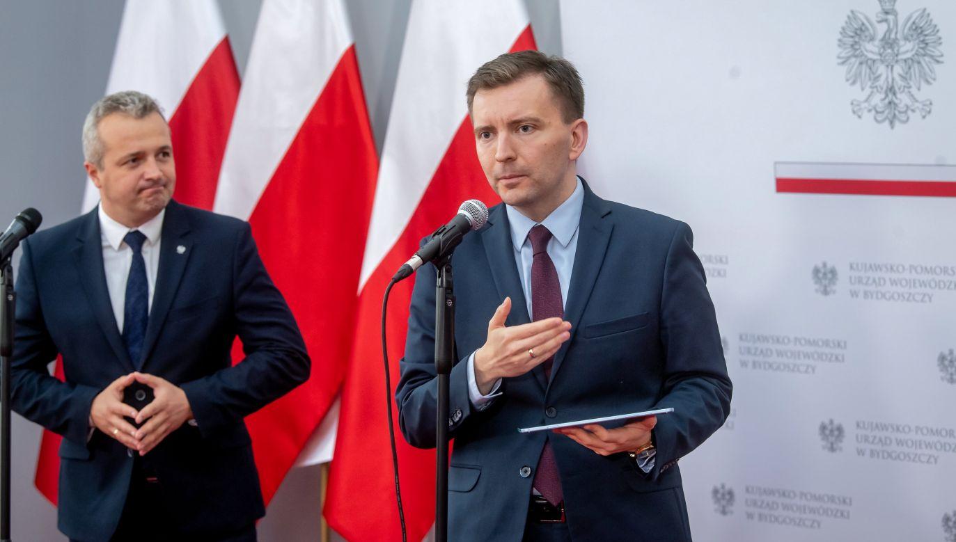 Minister - członek Rady Ministrów Łukasz Schreiber o cenach benzyny i inflacji (fot. PAP/Tytus Żmijewski)