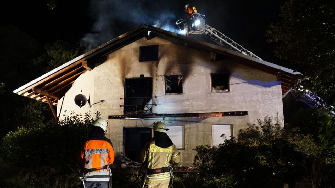 W Niemczech trwa seria podpaleń ośrodków dla uchodźców (fot. PAP/EPA/SMDG/DETTENMEYER/GRES)