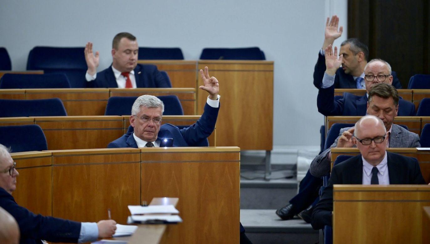 """Zdaniem posła PiS,opozycja działa zgodnie z zasadą """"im gorzej, tym lepiej"""" (fot. PAP/Marcin Obara)"""