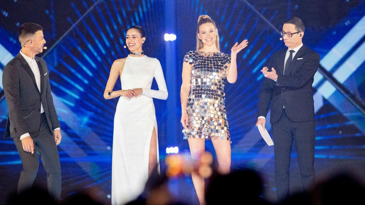 Cały półfinałowy koncert poprowadzili natomiast: Assi Azar, Lucy Ayoub, Bar Refaeli oraz Erez Tal (fot. Andres Putting/EBU)