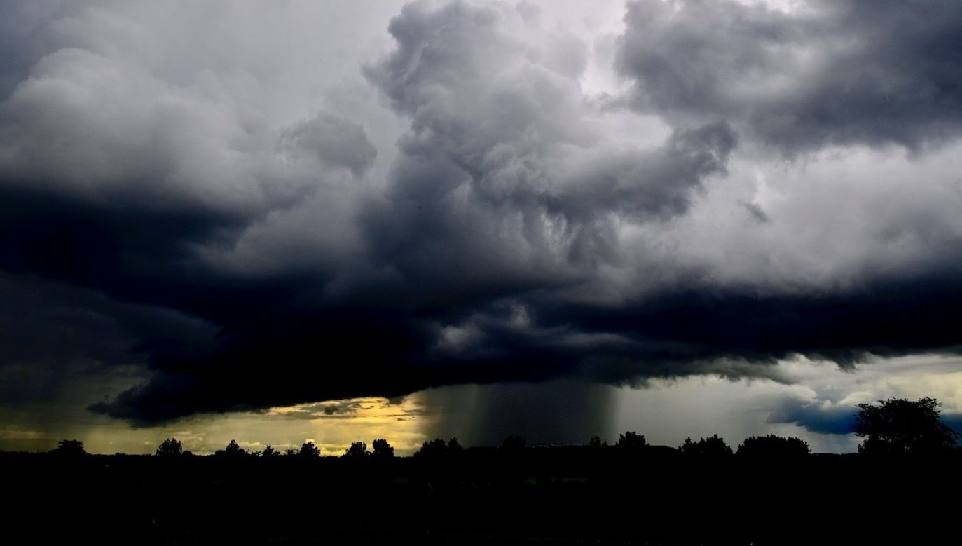 Burze z porywami wiatru do 110 km/h i gradem (fot. PAP/EPA)