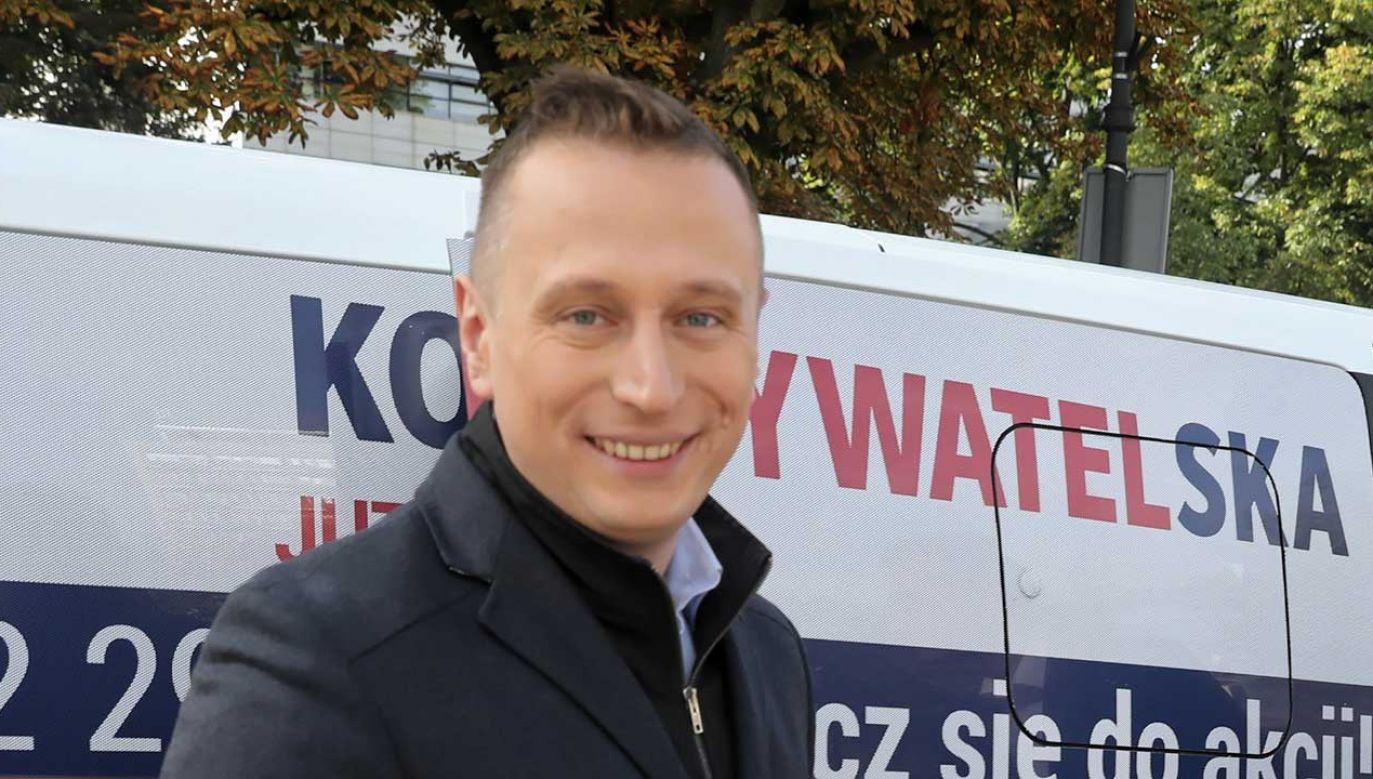 """""""Czy to Pan nadzoruje tę Platformę Nienawiści?""""  (fot. PAP/Tomasz Gzell)"""