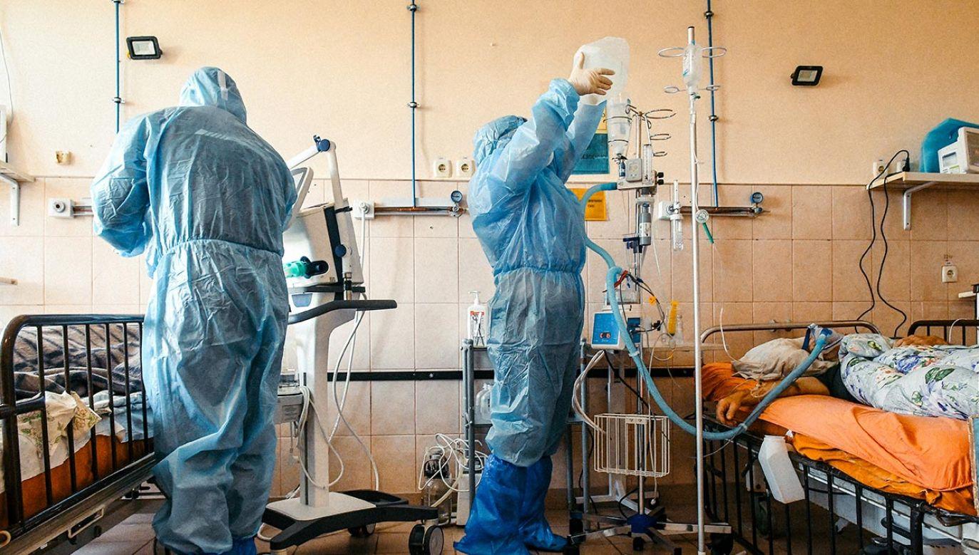 Minionej doby zarejestrowano 15 579 zakażeń koronawirusem (fot.  Dmytro Smoliyenko/ Ukrinform/Barcroft Media via Getty Images)