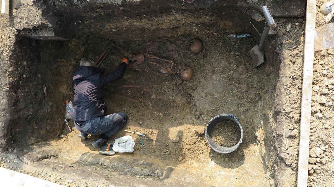 Poszukiwania prowadzono na cmentarzu komunalnym w Strzelcach Opolskich (fot. Marcin Żukowski/IPN Opole)