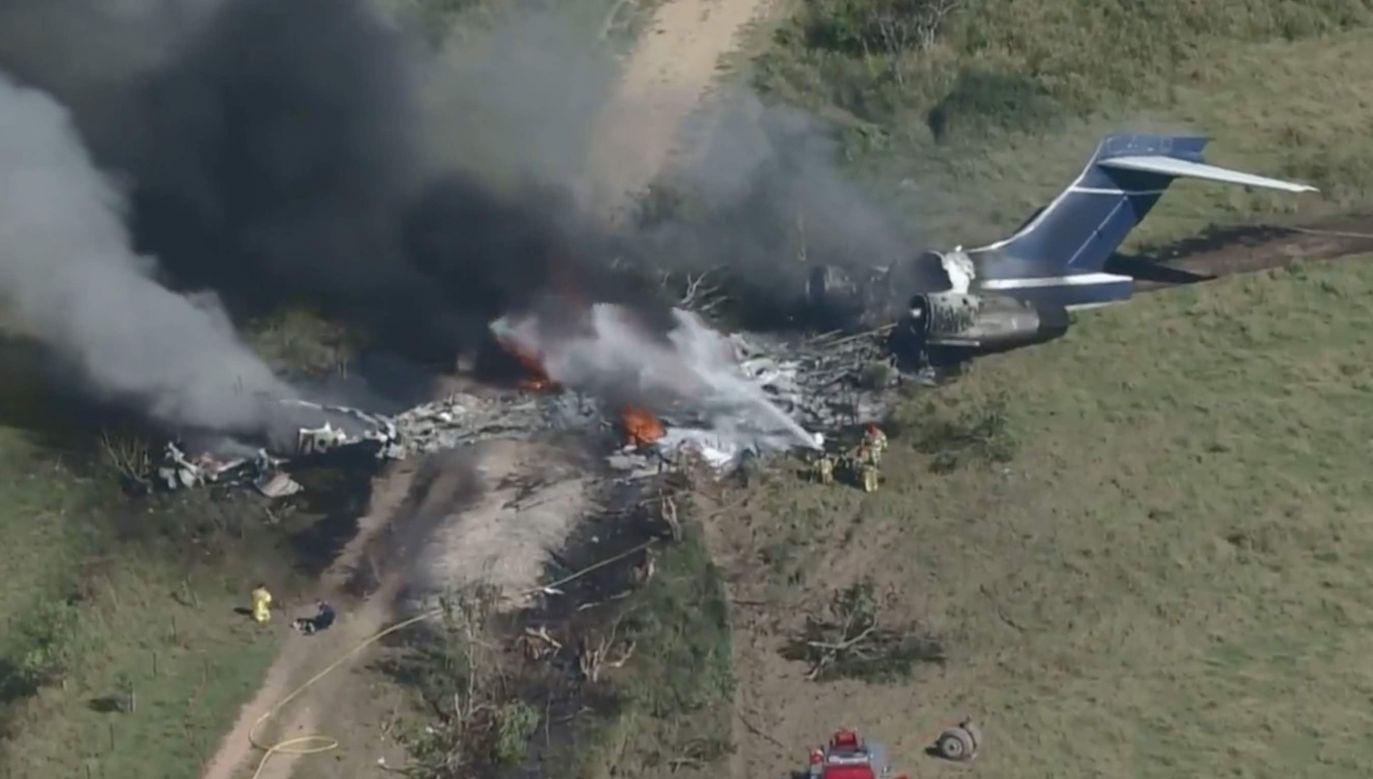 Samolot kompletnie rozbił się na polach w pobliżu Houston (fot. TT/JRodzMIA)
