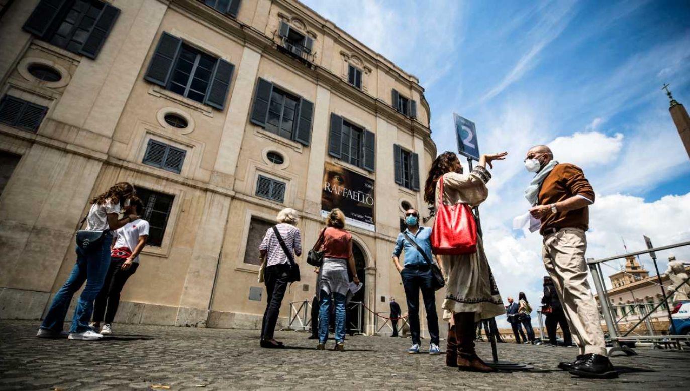 Otwierają się między innymi wszystkie muzea i galerie sztuki (fot. PAP/EPA/ANGELO CARCONI)