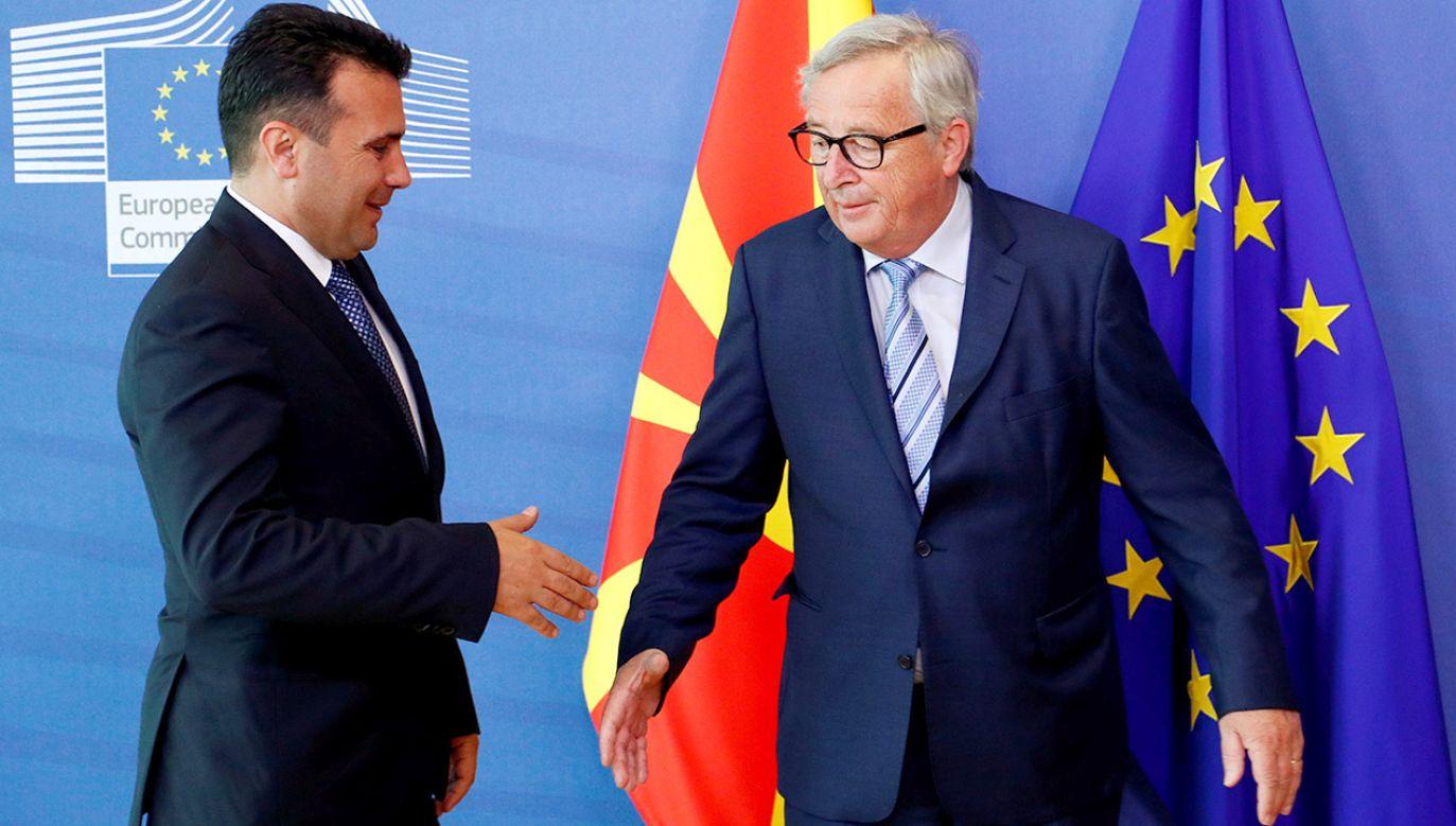 Premier Macedonii Północnej Zoran Zaev i przewodniczący Komisji Europejskiej Jean-Claude Juncker (fot. REUTERS/Francois Lenoir)