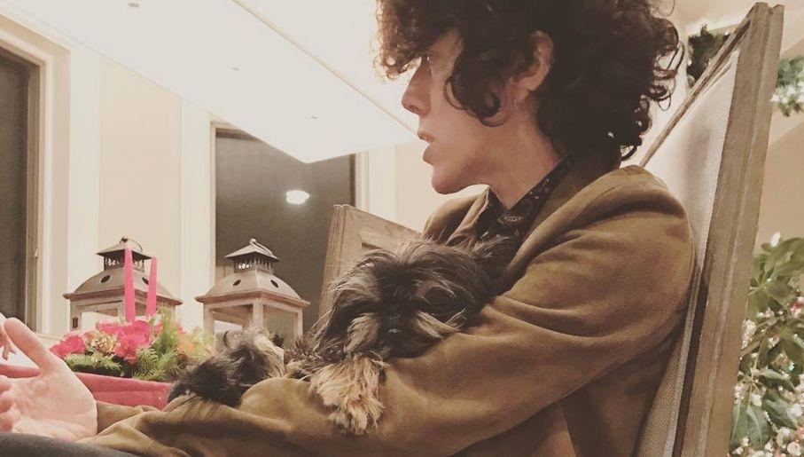Piosenkarka w wolnym czasie uwielbia spacery ze swoimi psami (fot. fb/LP)