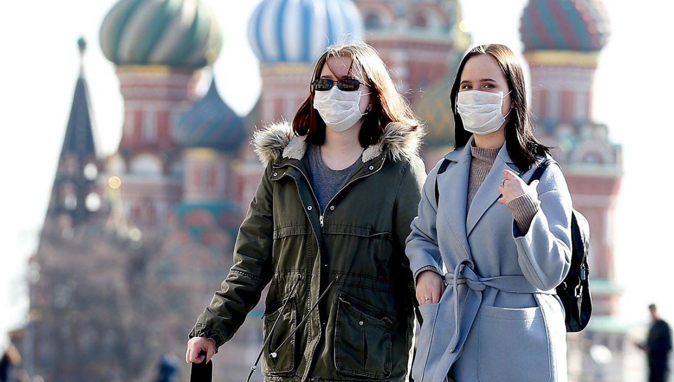 Liczba zakażeń w Rosji (fot. Sefa Karacan/Anadolu Agency via Getty Images)