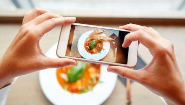Aplikacja ma ułatwić trzymanie się diety za pomocą metody zapisywania kalorii (fot. Shutterstock/Syda Productions)
