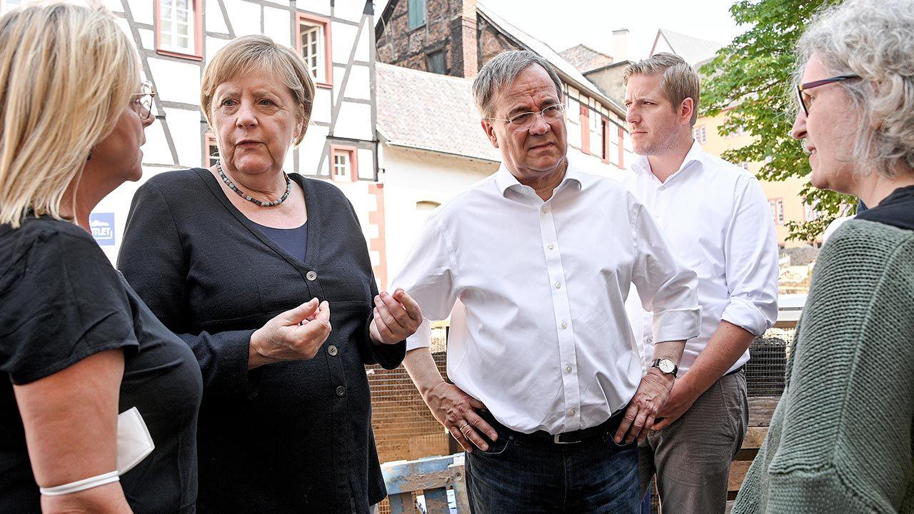 Przedwyborczy sondaż w Niemczech (fot. Sascha Steinbach- Pool/Getty Images)