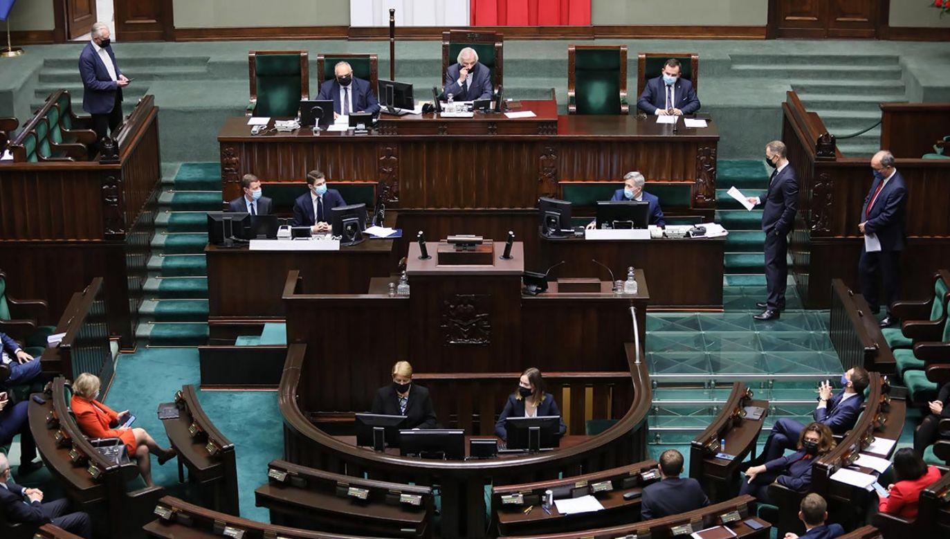 Opozycja odrzuciła propozycję, by już we wtorek zająć się procedowaniem tzw. ustawy covidowej (fot. PAP/Leszek Szymański)