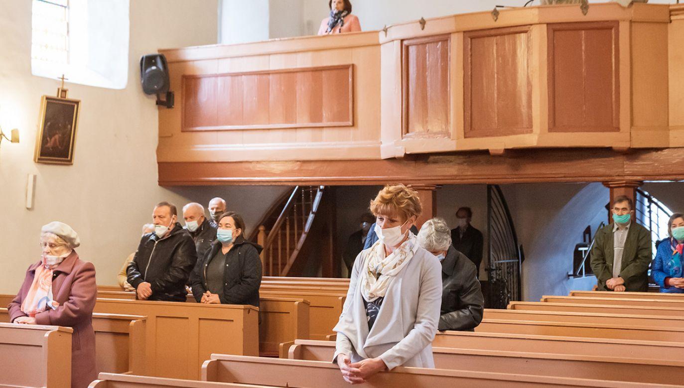 Spadek religijności w Polsce jest słabszy niż w innych krajach Europy  (fot. Shutterstock/Dziurek)