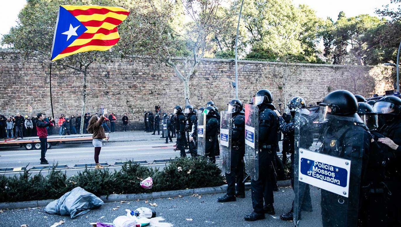 Policja i żandarmeria zarzuciły Mossos ciche przyzwolenie na referendum (fot. Xavier Bonilla/NurPhoto/Getty Images)