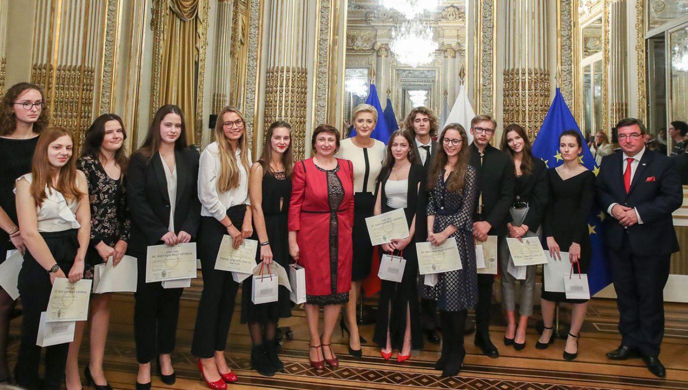 Uroczystość wręczenia dyplomów maturalnych absolwentom Sekcji Polskich we Francji  (fot. PAP/Grzegorz Jakubowski)