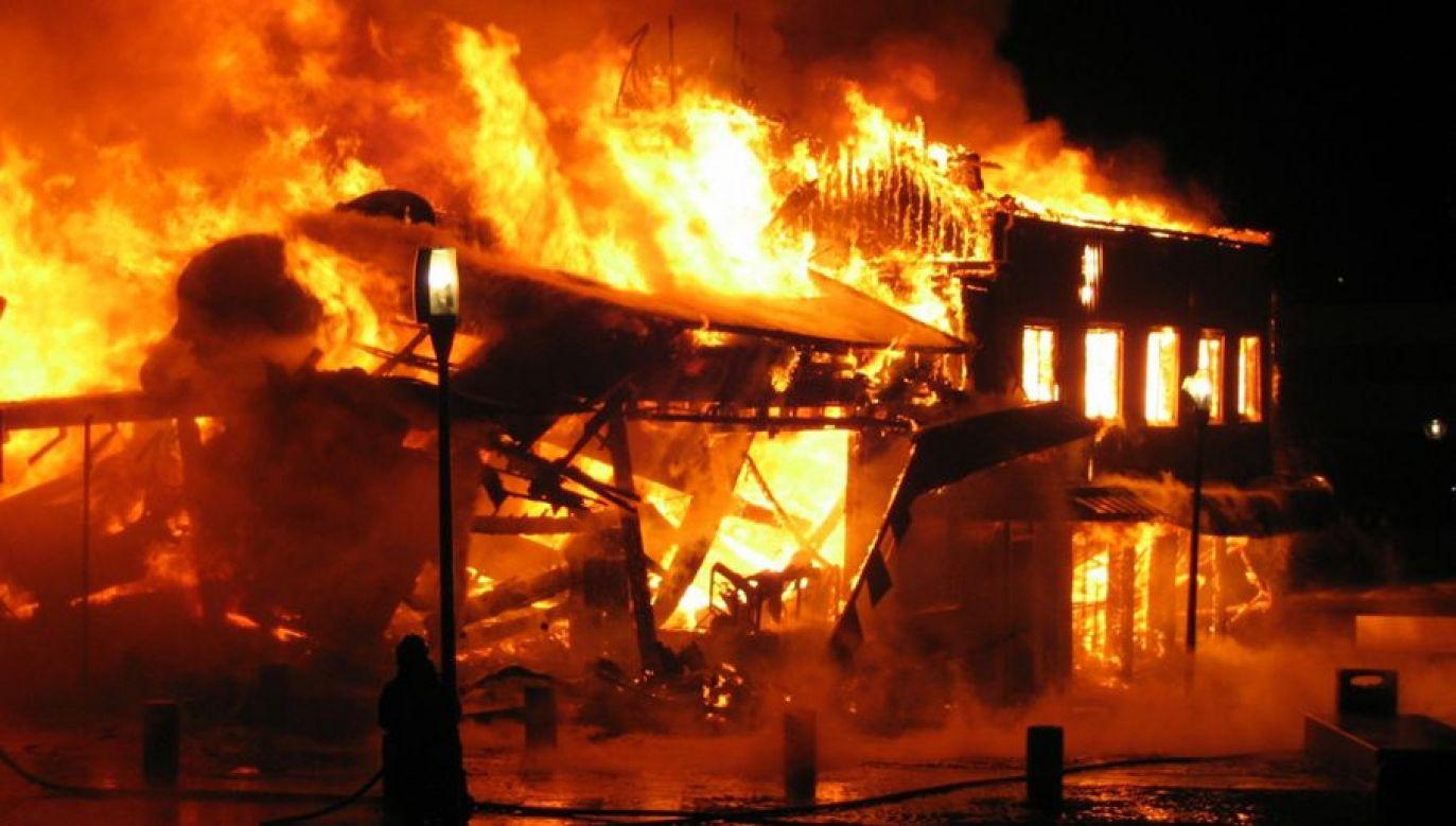 Pożar gasiło 36 strażaków (fot. zdjęcie ilustracyjne - Shutterstock/Ufulum)