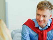 Czy przystojny lekarz rozkocha w sobie dziewczynę? (fot. TVP)