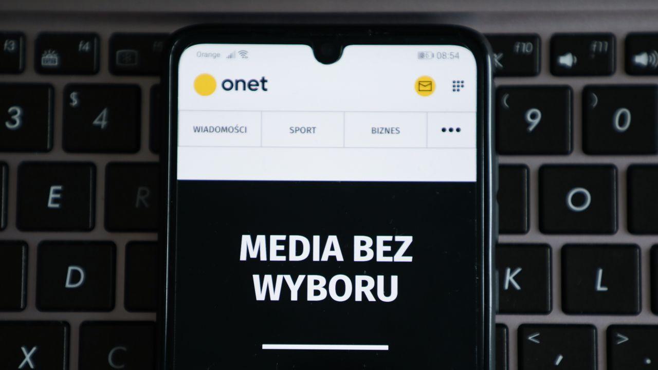 Onet – fake newsy, manipulacje i przeprosiny (fot. Beata Zawrzel/NurPhoto via Getty Images)