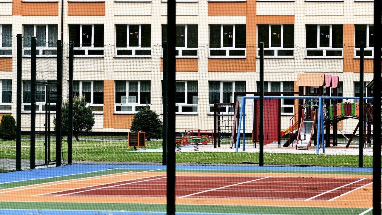 W przygotowywanym rozporządzeniu ograniczenie funkcjonowania szkół jest przewidziane do 7 czerwca (fot. PAP/Darek Delmanowicz)