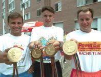 Maciej Czyżowicz, Arkadiusz Skrzypaszek, Dariusz Goździak złoci pięcioboiści z Barcelony (fot. PAP)