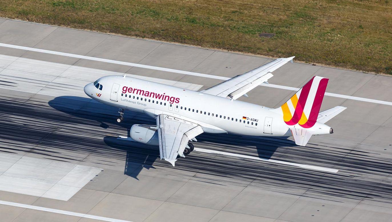 Koncern zamierza przeprowadzić redukcje we wszystkich segmentach związanych z lotami (fot. Shutterstock/Markus Mainka)