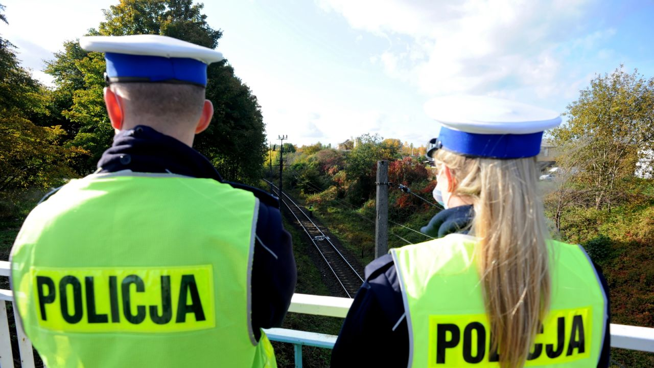 Przewodniczący NSZZ Policjantów: Jeśli ktoś podniesie rękę na policjanta powinien ponieść surowe konsekwencje (fot. PAP/Marcin Bielecki)