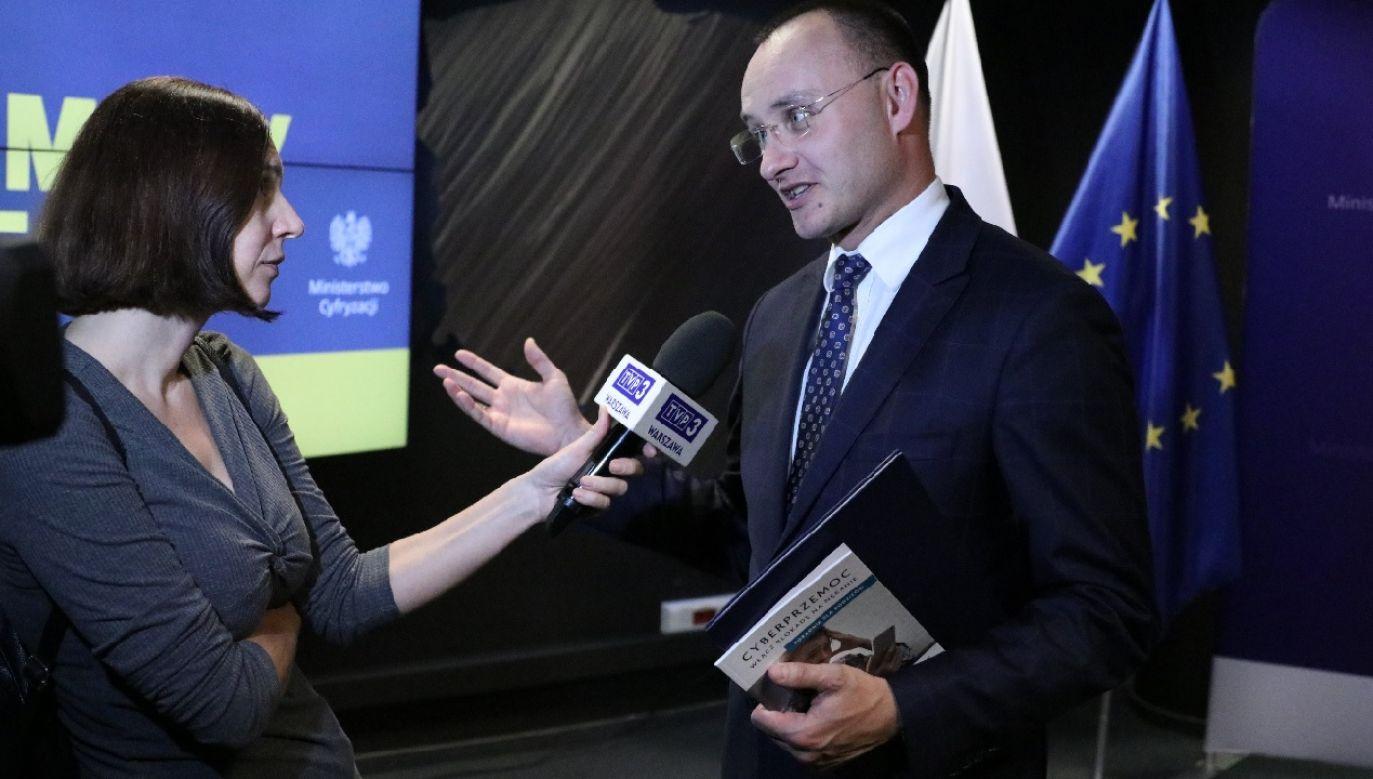 Rzecznik Praw Dziecka Mikołaj Pawlak zaapelował do nauczycieli o podniesienie ocen o jeden stopień (fot. TT RPDPawlak)
