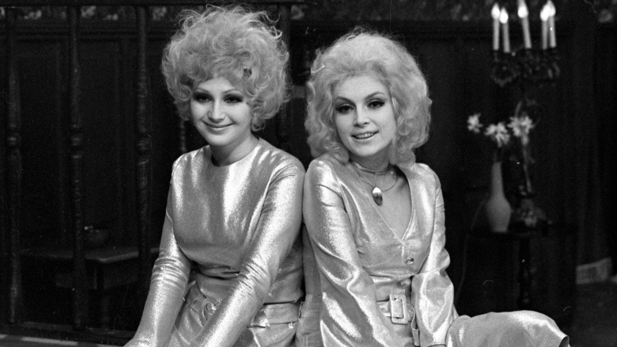 """Często grała u Edwarda Dziewońskiego. Wraz z siostrą, Małgorzatą Niemirską, w spektaklu """"Seans""""  (fot. TVP)"""