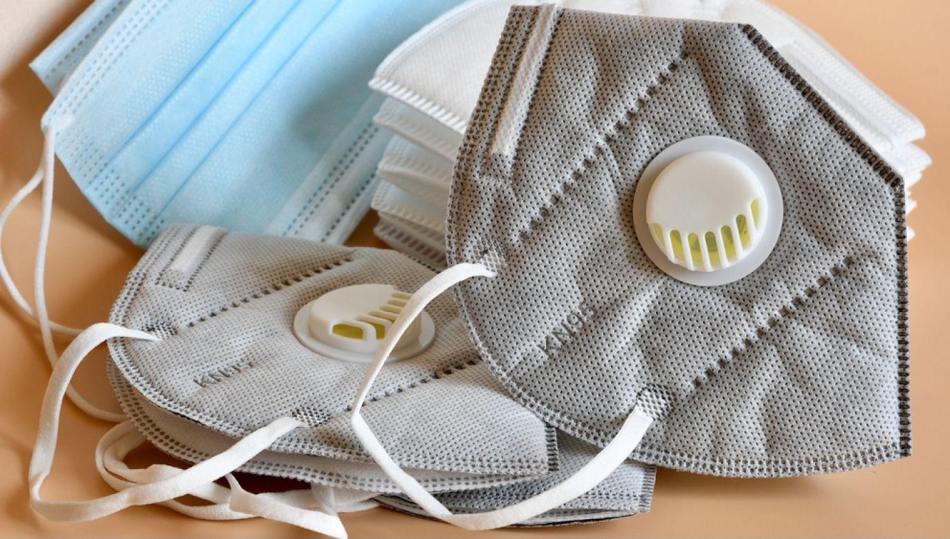 Maseczki z zaworami chronią nas, ale nie otoczenie (fot. Shutterstock/Dan74)