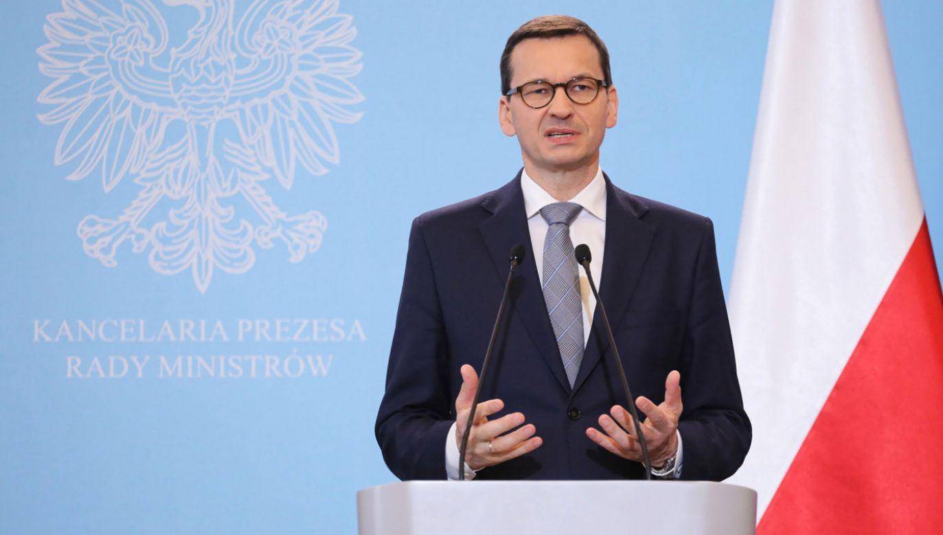 Premier Mateusz Morawiecki podczas briefingu (fot. PAP/Paweł Supernak)