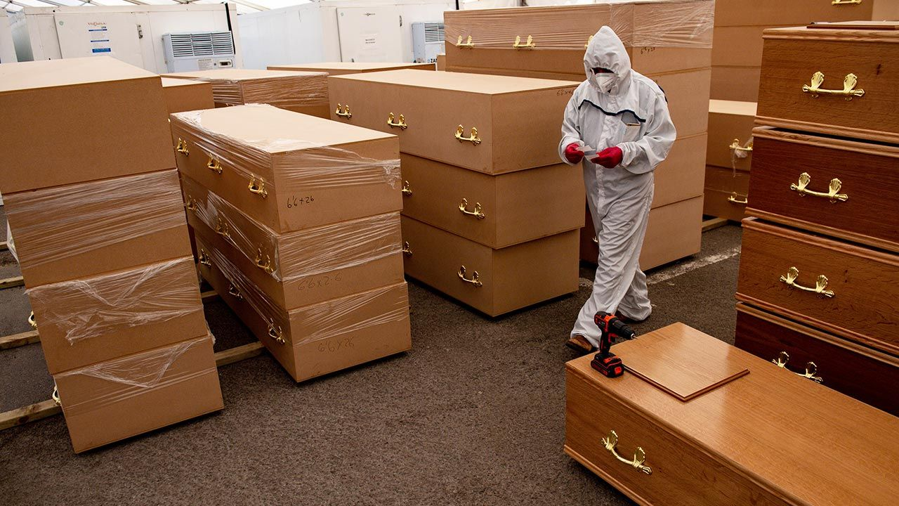 Dotąd z powodu COVID-19 w Wielkiej Brytanii zmarło już 86 015 osób (fot. Jacob King / PA Images via Getty Images)