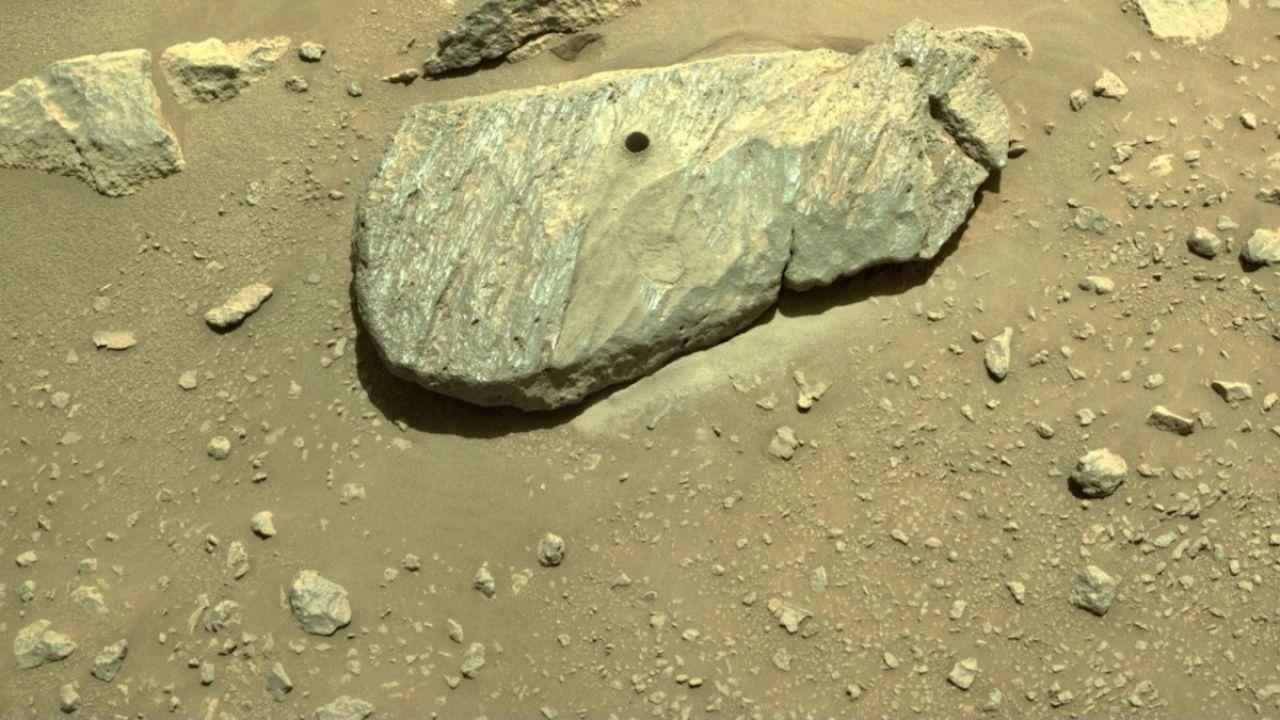 Wiercenie w marsjańskim kamieniu się udało (fot. PAP/EPA/NASA/JPL-Caltech)
