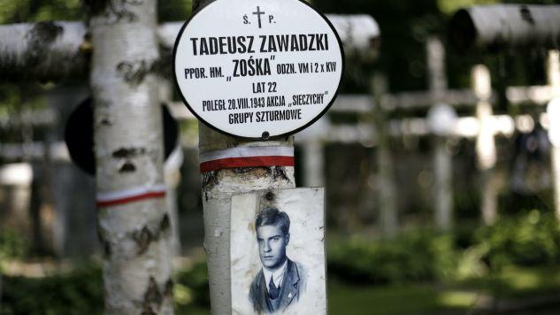 """Tadeusz Zawadzki zmarł podczas akcji """"Taśma"""" we wsi Sieczychy pod Wyszkowem (fot. arch.PAP/Leszek Szymański)"""