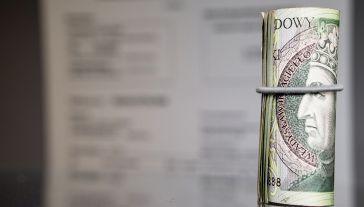 """""""Piramida finansowa to struktura, gdzie zyski osób należących do danego systemu zależne są od wpłat kolejnych do nich dołączających, a nie od sprzedaży lub konsumpcji oferowanych produktów"""" (fot. Shutterstock/Lukasz Wrobel)"""