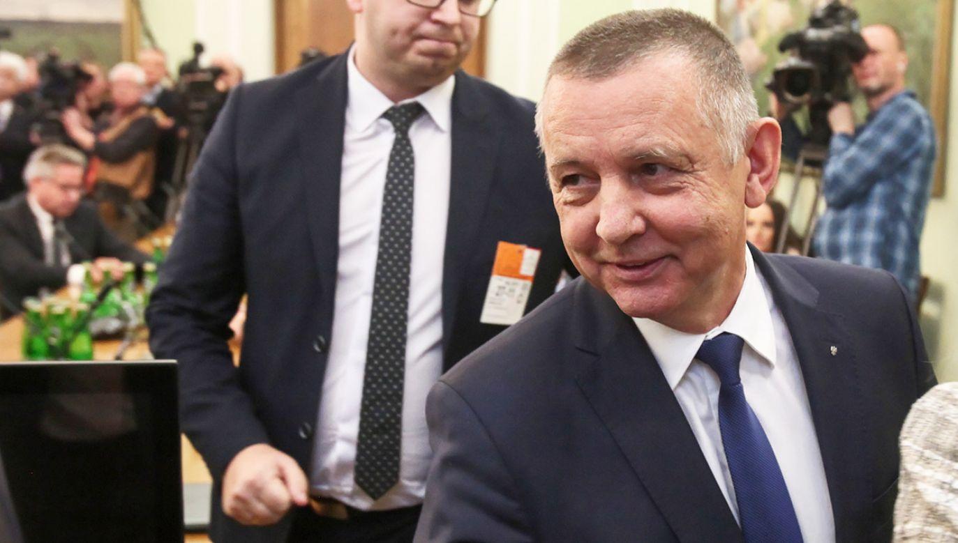 Politycy opozycji nie zamierzają poprzeć zmian w przepisach, dzięki którym prezes NIK Marian Banaś straciłby stanowisko. (fot. PAP/Mateusz Marek)