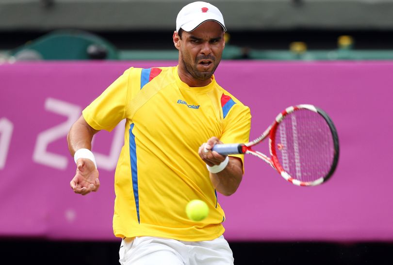 Roger Federer męczył się w pierwszej rundzie z Alejandro Fallą, ale ostatecznie pokonał Kolumbijczyka (fot. Getty Images)