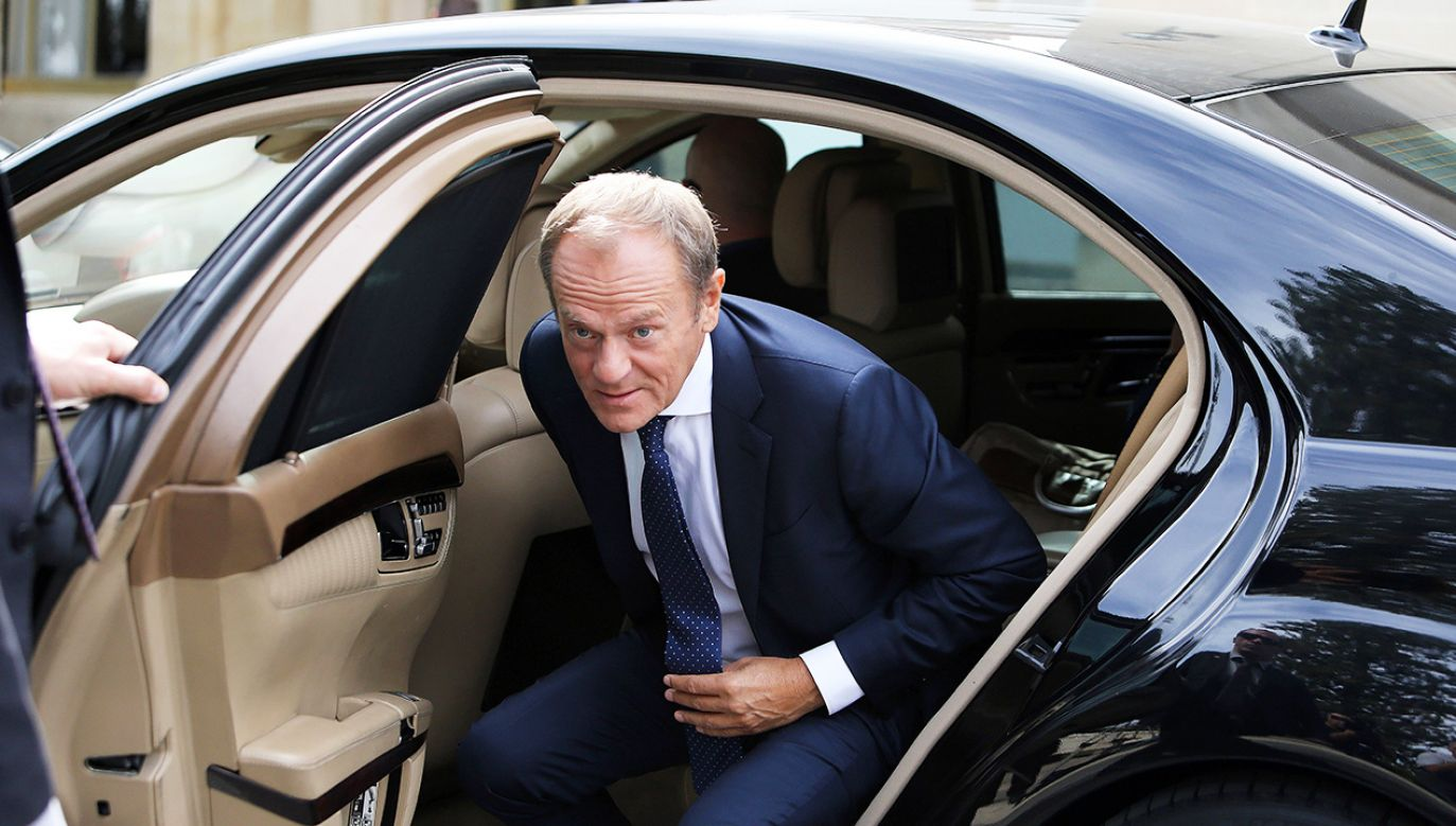 """Tuskowi będzie przysługiwać też """"gigantyczna odprawa"""" (fot. PAP/EPA/KATIA CHRISTODOULOU)"""